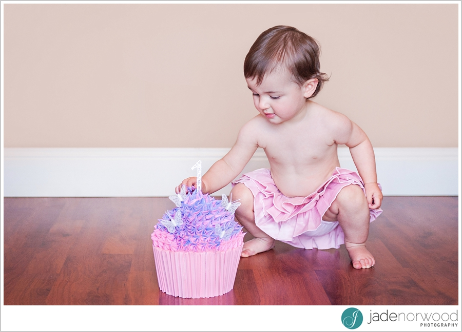 cake smash first birthday girl